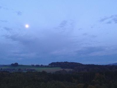 Mond im Westen